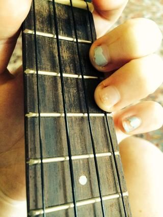 Me gustaría añadir mi segundo dedo en la misma cadena para hacer la transición a la siguiente acorde fácil.