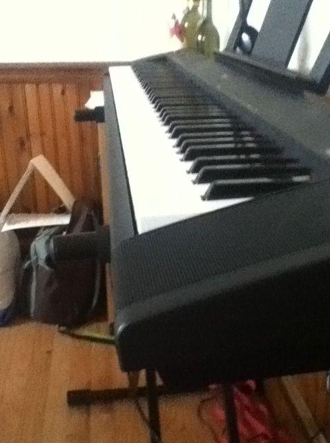 Cómo jugar una escala C en el piano