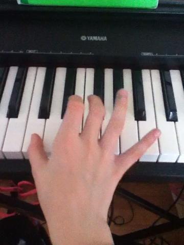 Esta es la cosa agujero. Para volver que acaba de hacer el movimiento de los dedos a la inversa. Mirar el video le ayudará. A medida que vaya mejor que vaya más rápido