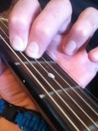 Así es como me agarra este acorde, pero se podía utiliza los dedos medio y anular.