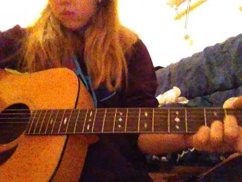18.) Por último, rasguear las cuerdas más altas, 4 (a partir de la cadena D, y hacia abajo) en la boca de la guitarra con su selección.