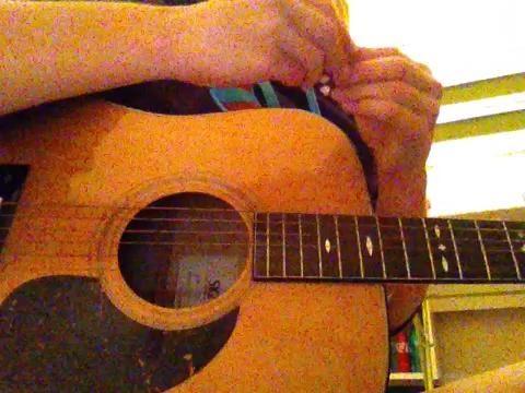 2.) Afina tu guitarra por lo que las cadenas están en el tono correcto.