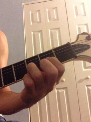 El último acorde a jugar en esta guía es el acorde D. Ello's more involved than that of the C and G chords. Start with the four bottom strings. Play an open 3rd string, 2nd fret on the 4th, 3rd fret on…