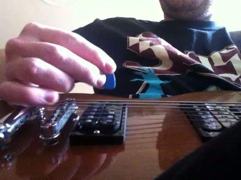 aquí es una demostración de la no palm mute vs mudo palma. esta es probablemente la técnica más importante en el juego de metal.