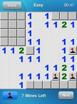 Así marcamos las minas como en cada 1. Yay! Como puede ver, esto significa que la izquierda 1 tiene una mina adyacente, el 2 tiene dos, y el derecho; parte 1 tiene una. Al hacer clic en el cuadrado en el medio revelado un 2.