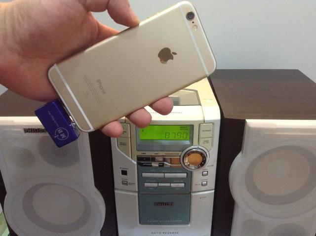 Ahora está libre para caminar alrededor o almacenar lejos su iPhone, lo puso en su bolsillo y disfrutar de música de forma inalámbrica desde tu iPhone a través de sus altavoces estéreos caseros de forma inalámbrica.