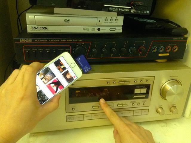 Asegúrese de que la radio ha preset ajustado a cualquiera 87.9 o 107.3