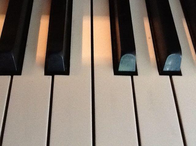 Cómo jugar'Someone Like You' on the Piano