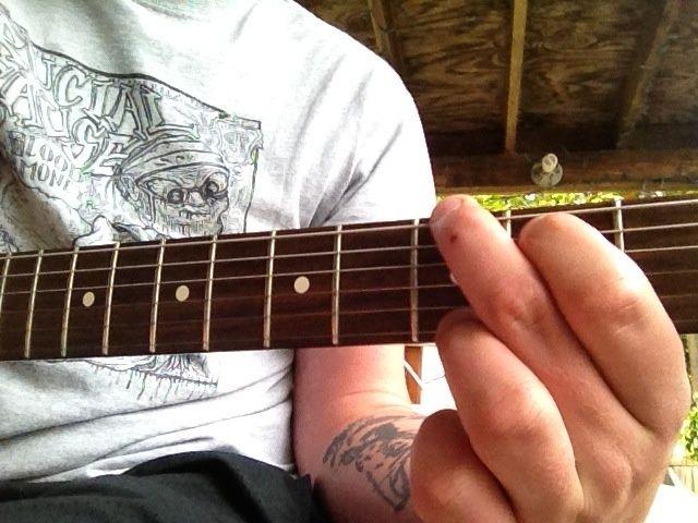 El primer acorde del primer verso es G. similares a G6 simplemente añada primera cadena segundo traste.