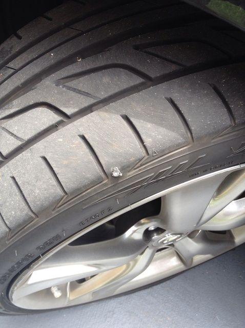 Fotografía - Cómo tapar un agujero de clavo en un neumático de coche