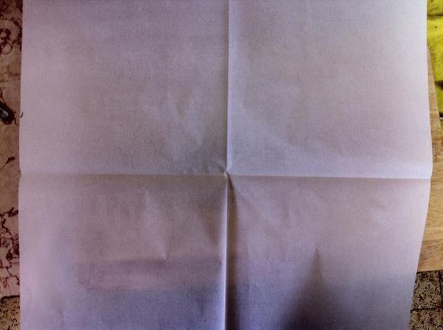 Obtener papel de pergamino y lo dobla a 4
