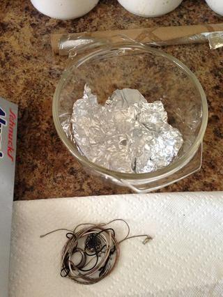 Coloque una cantidad generosa de papel de aluminio en su tazón de fuente