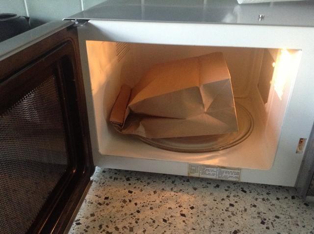 Coloque la bolsa en su lado y microondas entre 2-3minutes (dependiendo del microondas)