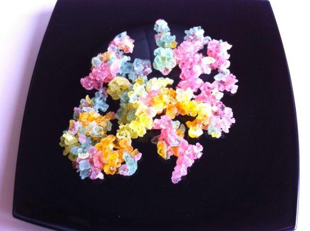Picar la jalea de fruta en cubos pequeños.