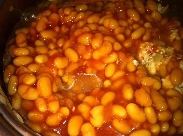 Estoy añadiendo una lata de alubias. Usted puede incluso agregar una taza de frijoles cocidos Cannellini y un poco de pasta de tomate o salsa de tomate de pasta a base de un poco de sabor.