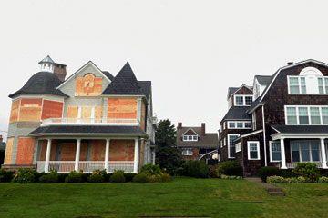 dos casas a la espera de huracanes
