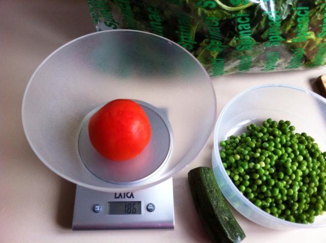 186gr de tomate = 33,48 kcal = 1,86 gr. proteínas