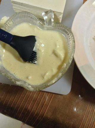 Obtenga su mezcla de huevo ,,, y cubrir el hojaldre con él!