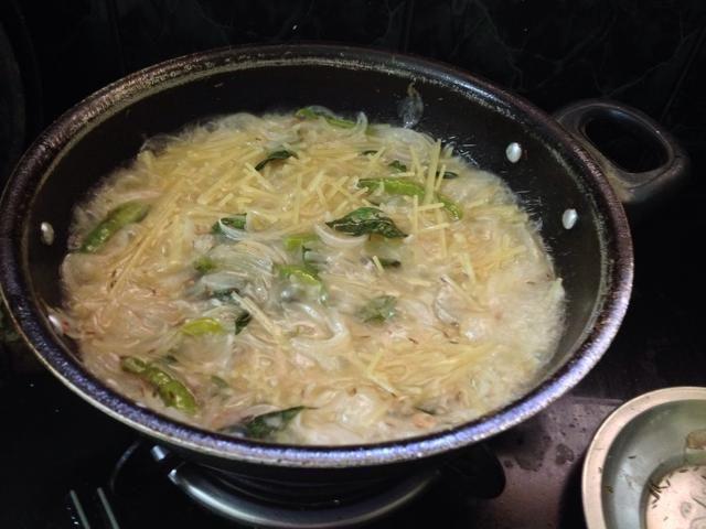 A continuación, añadir los espaguetis ...
