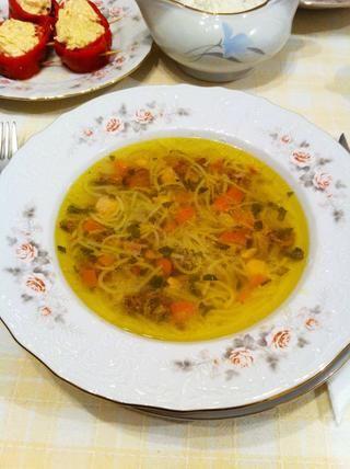 Y obtendrá la sopa de pollo real. Esta muy delicioso. Me encanta.