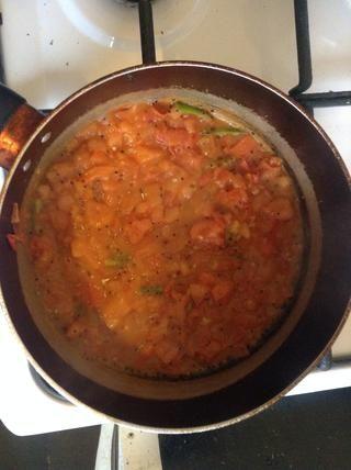 Después de un tiempo, los tomates comiencen a derretirse ...