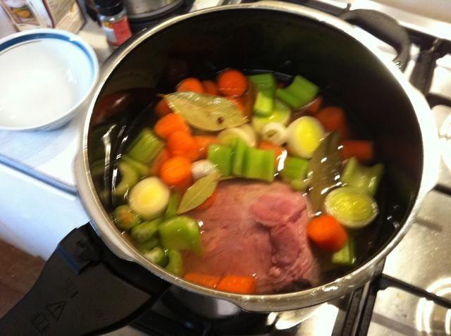 Cubrir con caldo, agua y un chorrito de vinagre.