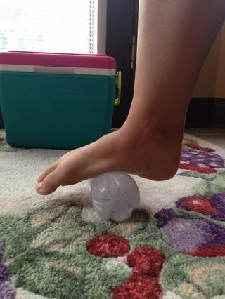 Llenar y congelar una botella de agua de plástico utilizado (Acabo de mantener éste en el congelador y siempre volver a utilizarlo)