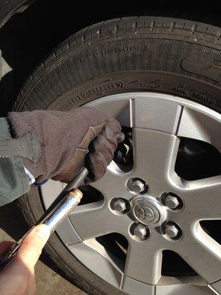 Inflar el neumático con aire.