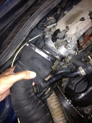 Tire de la manguera del cuerpo del acelerador