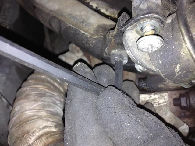 Afloje y retire la cabeza Socket perno de montaje. - Llave hexagonal de 6 mm