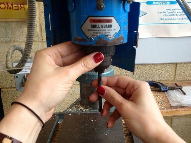 Fotografía - Cómo poner una broca en un taladro Pilar