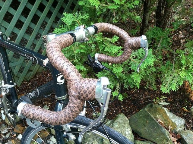 Cómo poner el manillar de la bicicleta de la cinta
