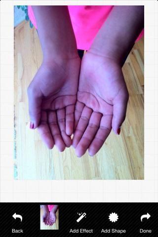 Tome una fotografía de sus palmas.