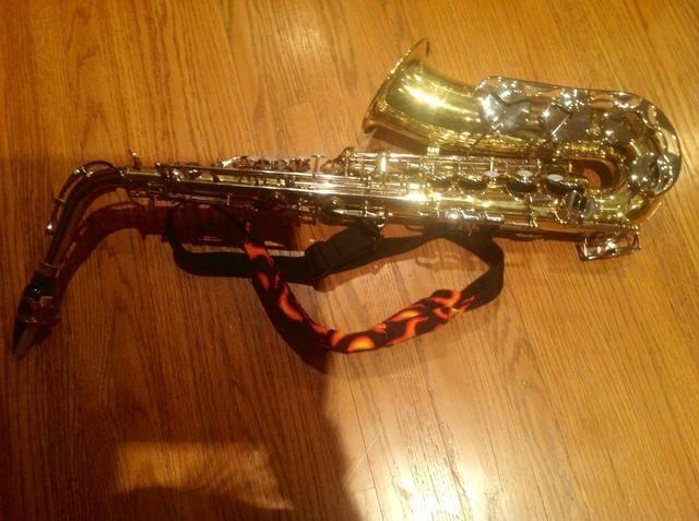 Una vez que termine de poner su saxofón en conjunto debería tener este aspecto. Gracias por leer mi complemento guide❗️ Por Abby