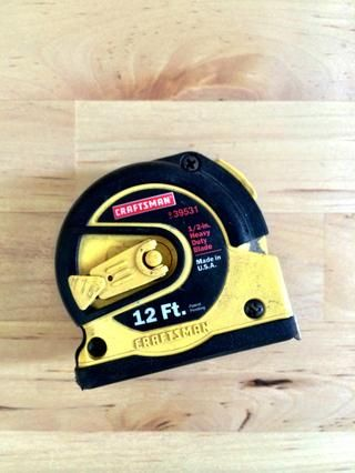 aquí's the tape measure I used. Small, compact and includes the stud cheater marks. 12' is a little small for big rooms so you might need a larger tape measure.
