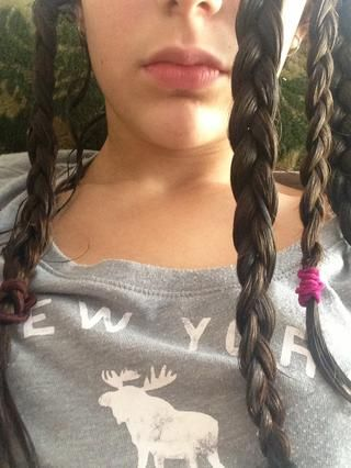 Repita con el resto del cabello. Luego dejar secar el pelo hasta que esté ligeramente húmedo.