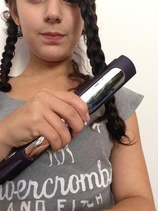 Aplicar calor sobre las trenzas utilizando una plancha de pelo