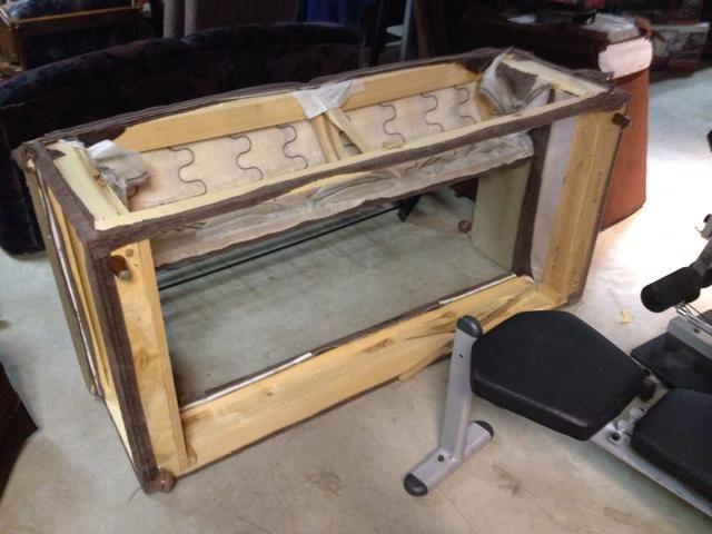El marco de madera resultó ser roto de todos modos, así que simplemente lo tiró como leña. Yo no apoyo la quema de telas sintéticas, aunque!