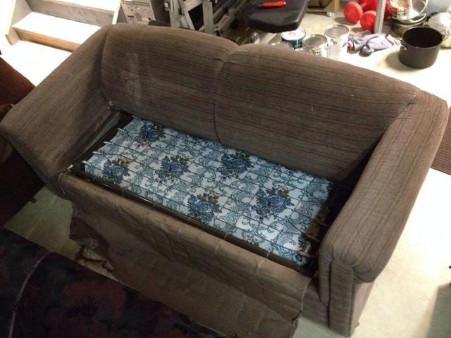 El patrón radical en el colchón casi sería volver en estilo si weren't so well used.