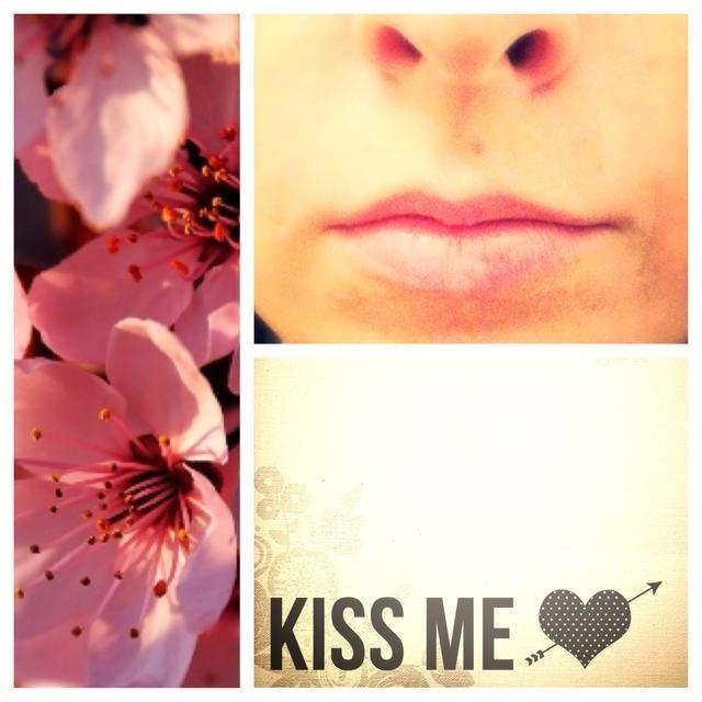 Si hablas con una persona y él está mirando hacia abajo a sus labios una y otra vez, que's a sign he wants to kiss you ��