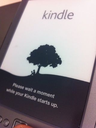 Usted debe ver mensajes confirmando que su Kindle está reiniciando.