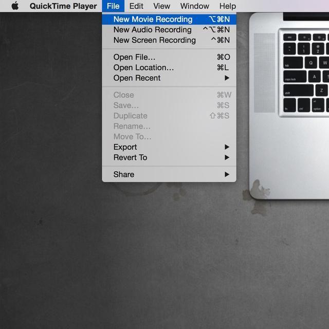 Conecta el iPhone a la computadora mediante un cable USB aligeramiento. Elegir archivo y la nueva grabación de la película.