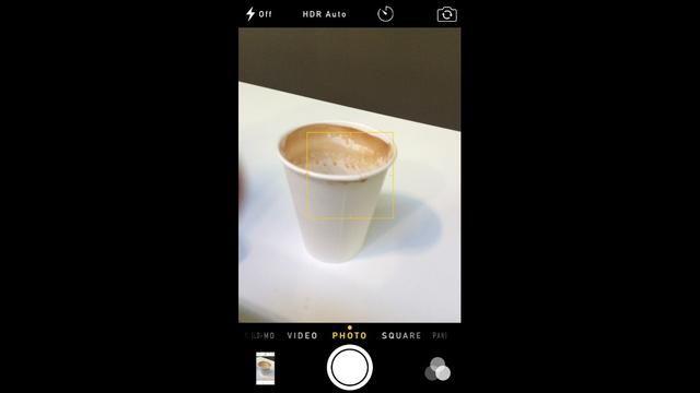 Una cosa más ... También puede acceder al álbum recientemente eliminados desde dentro de la aplicación de la cámara tocando la previsualización de la imagen Fotos en la esquina inferior.