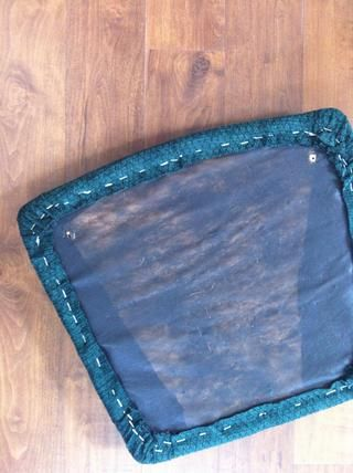 aquí's the finished chair pad from the reverse...