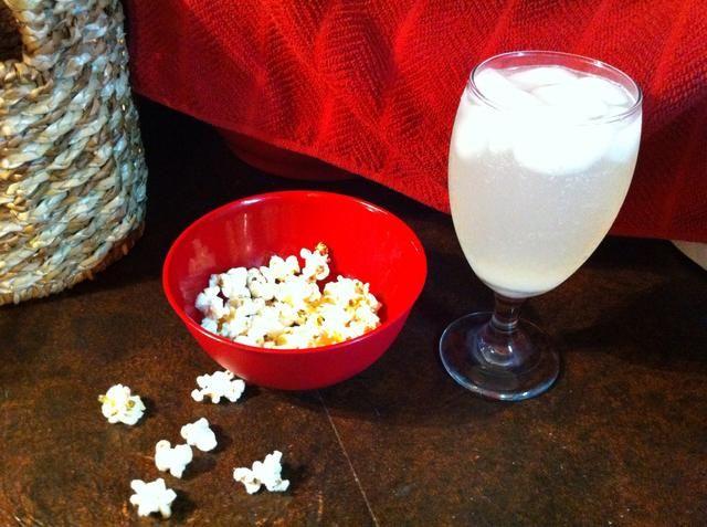 Tener Carnaval Comida en casa. Caldera de maíz y limón Shake Ups van muy bien juntos. ¡Disfrutar!