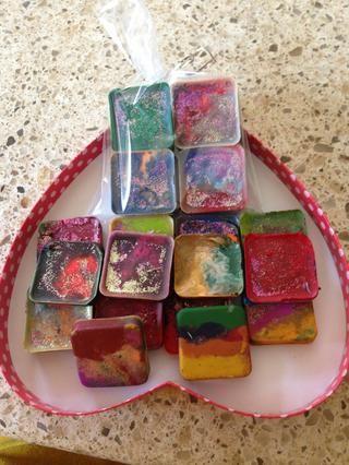 Ahora usted tiene brillantes, reciclado, y formas divertidas para colorear con tus hijos. Espero que les guste y inspiras.