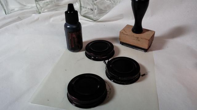 Paso dos: Utilice la tinta de alcohol para alterar las tapas de la jarra. Me abalancé sobre varias capas.