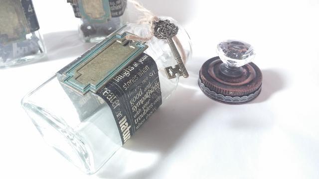 Paso 5: Embellecer Jar si lo deseas. Usé cinta decorativa y las grapas de Gráfico 45.