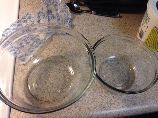 Dos cuencos de cristal
