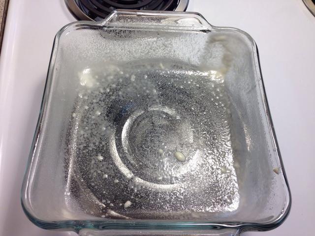 Rocíe el sartén con un spray de bicarbonato